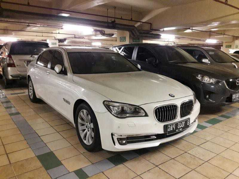 rental-mobil- bmw-7- pengantin-wedding- car