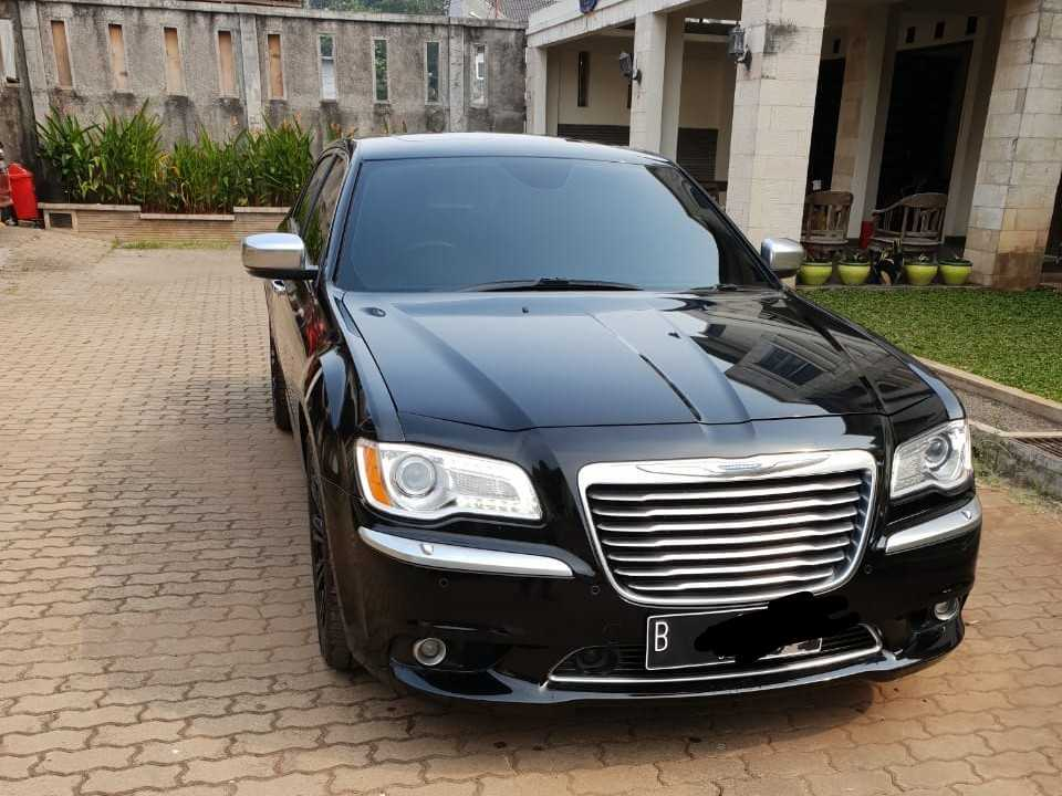 rental-mobil-mewah-chrysler-pengantin-wedding car
